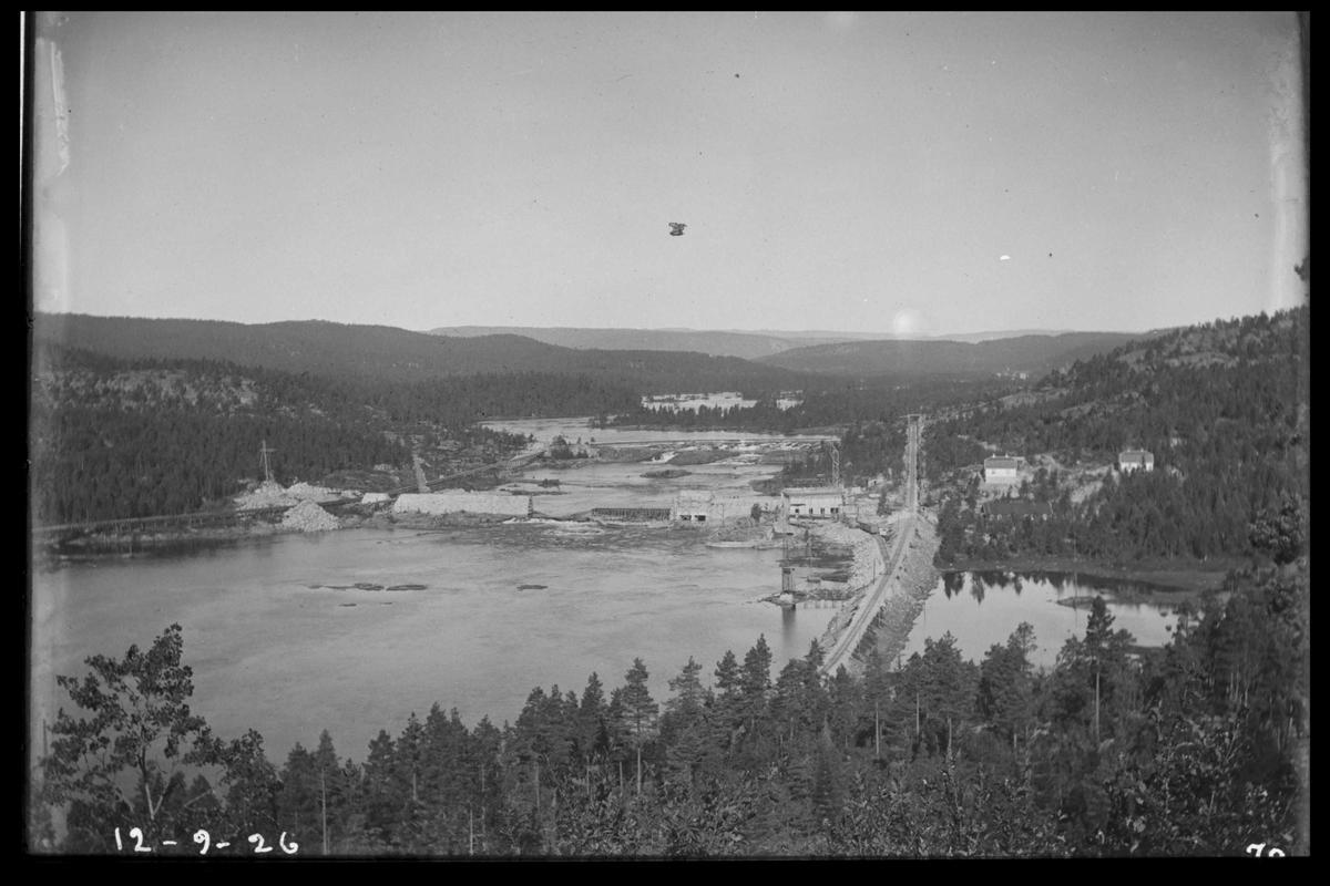 Arendal Fossekompani i begynnelsen av 1900-tallet CD merket 0468, Bilde: 47 Sted: Flaten Beskrivelse: Oversikt fra Heia ved Kiland