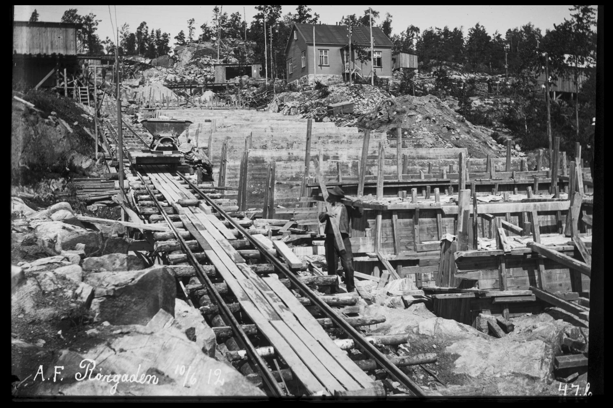 Arendal Fossekompani i begynnelsen av 1900-tallet CD merket 0469, Bilde: 10 Sted: Bøylefoss Beskrivelse: Rørgatetrase med bane og forskaling til rørsadler