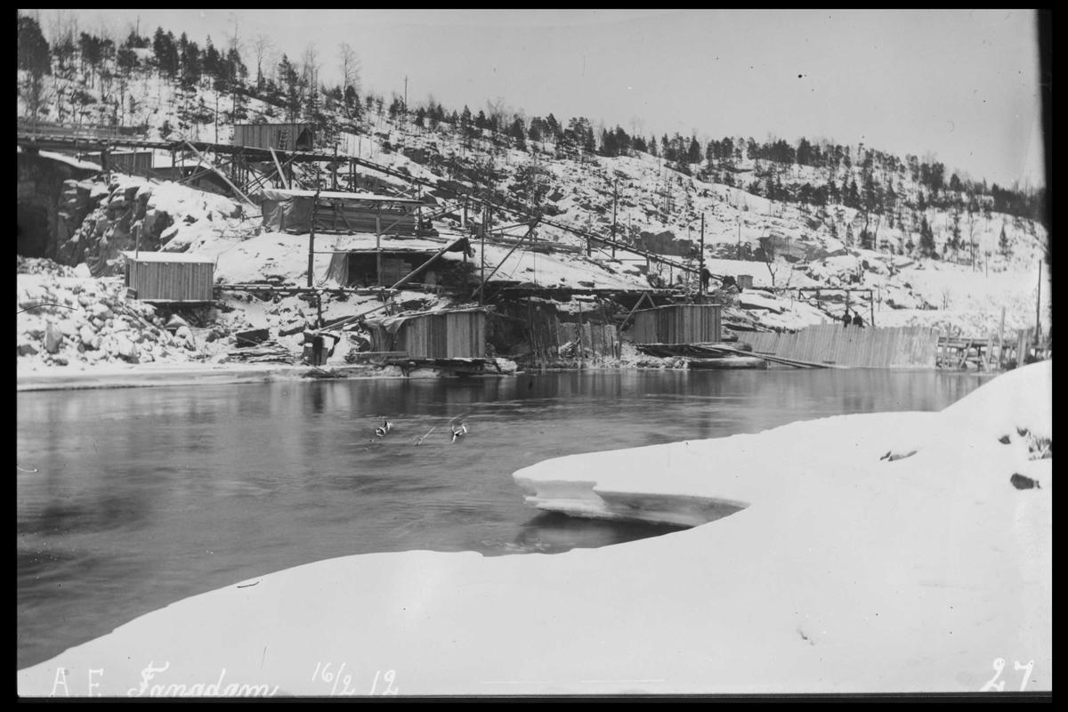 Arendal Fossekompani i begynnelsen av 1900-tallet CD merket 0470, Bilde: 29 Sted: Haugsjå dam Beskrivelse: Fangdam og anleggsbygninger