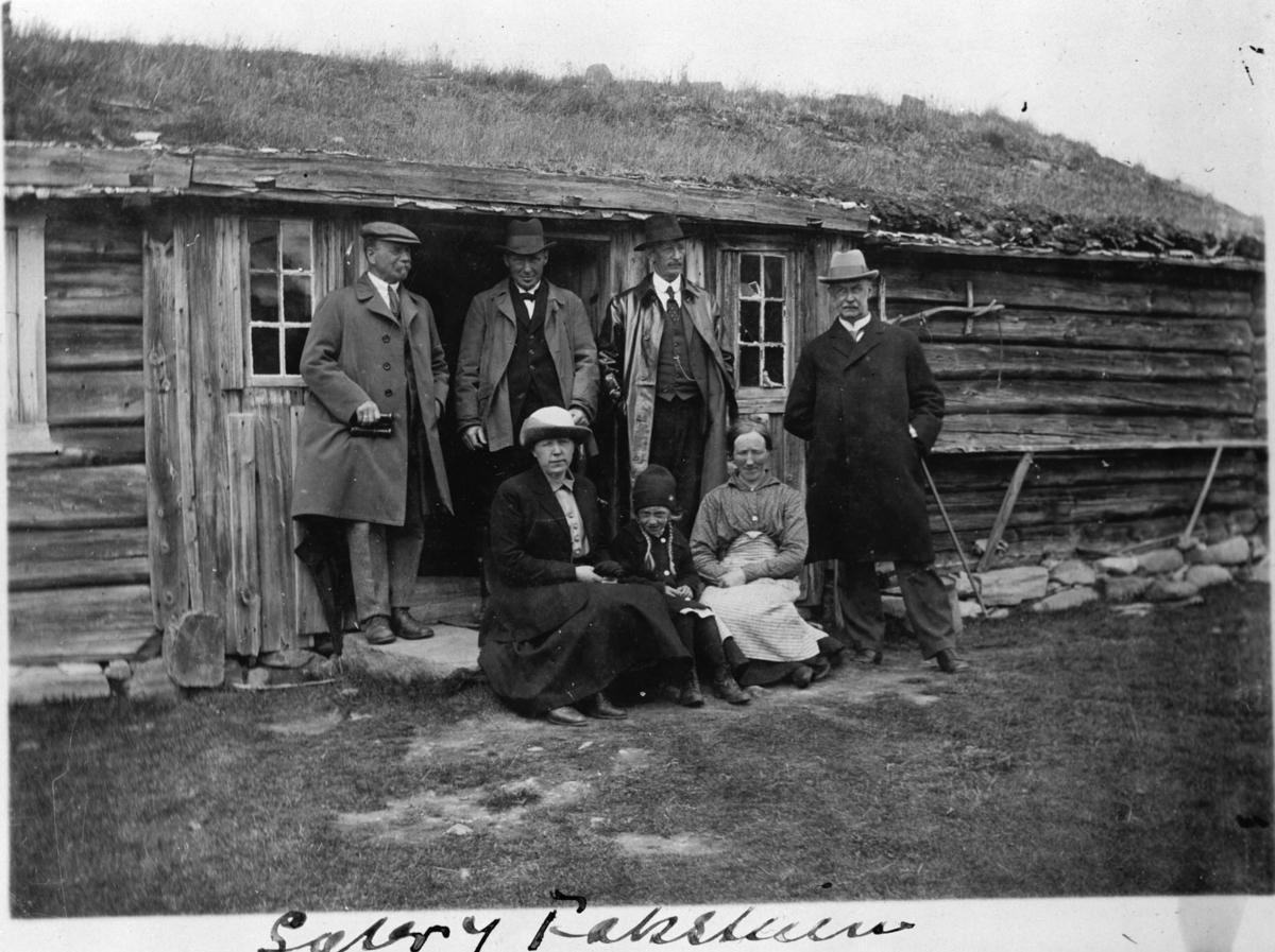 Sæter ved Fokstuen. Nils Friis Daae med søster og svoger.