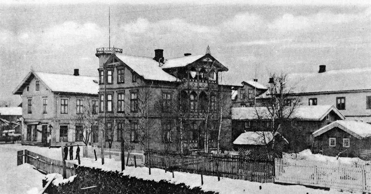Lillestrøm  Voldgaten Tårnhuset Simygården. Vinterbilde  Foto P. A. nr. 2212