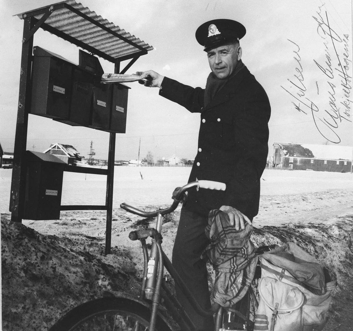 Postmann med sykkel.