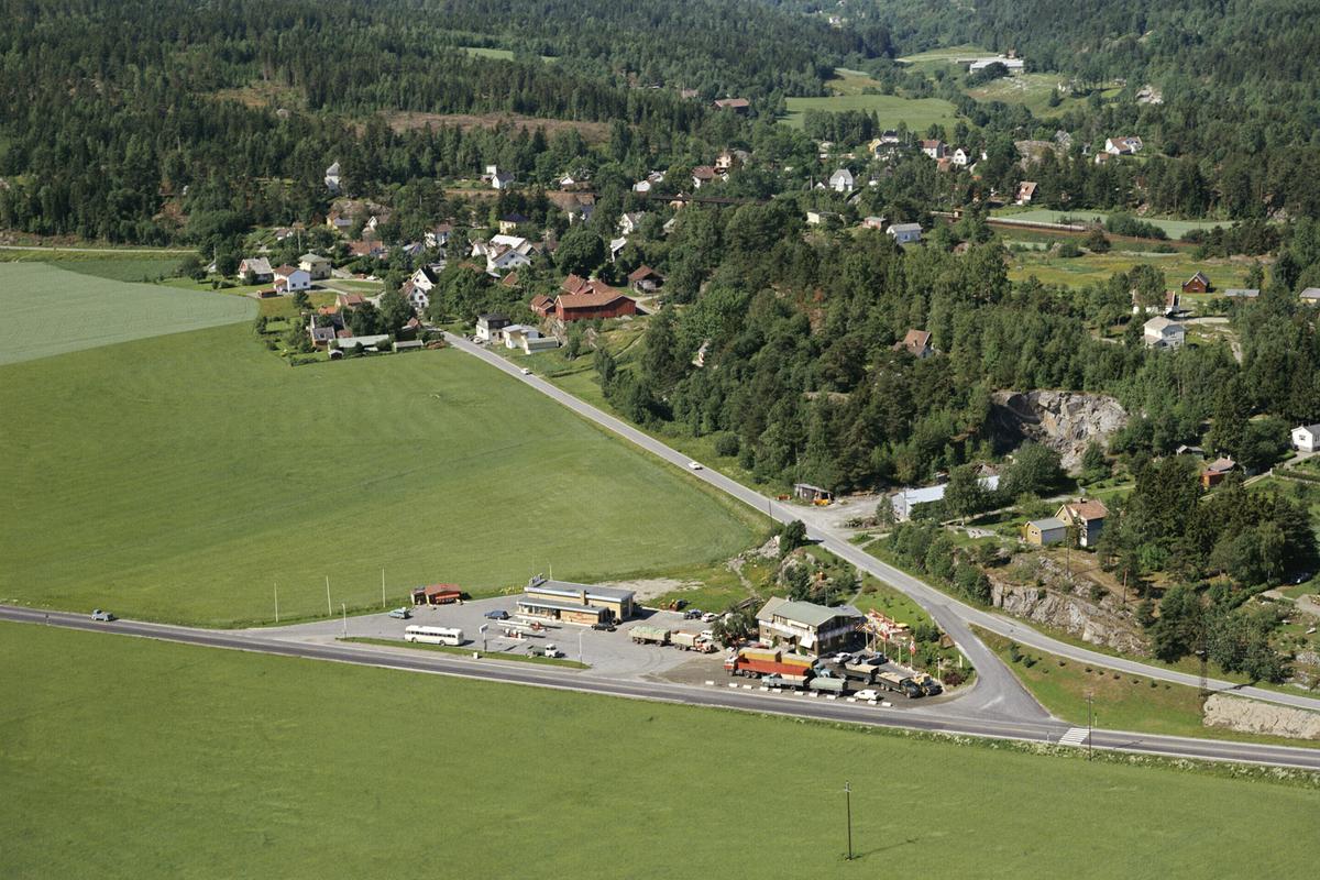 MOBILSTASJONEN HØLEN OG HØLEN KAFE TETTSTED