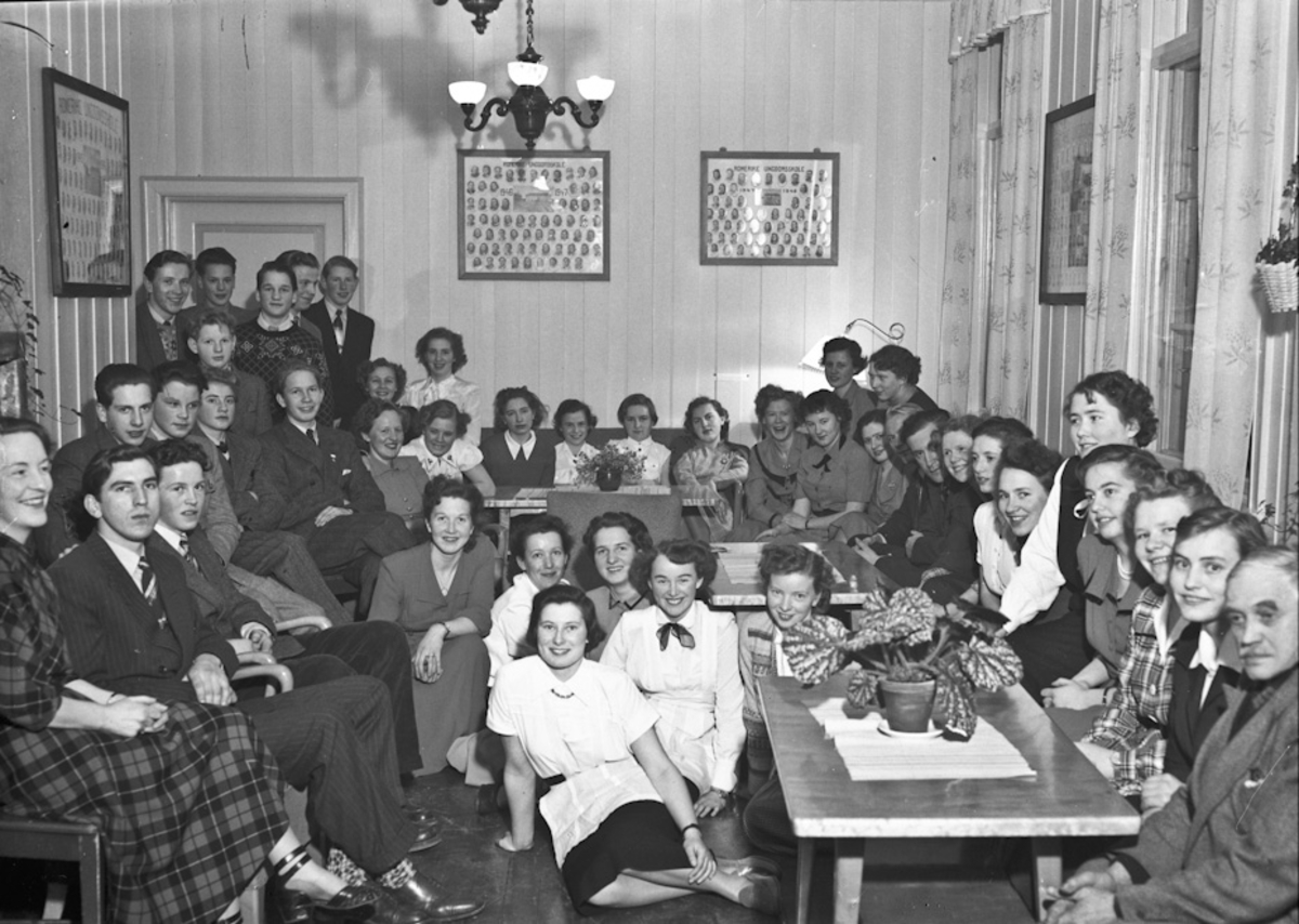 Elever og lærere ved Romerike Ungdomsskole.