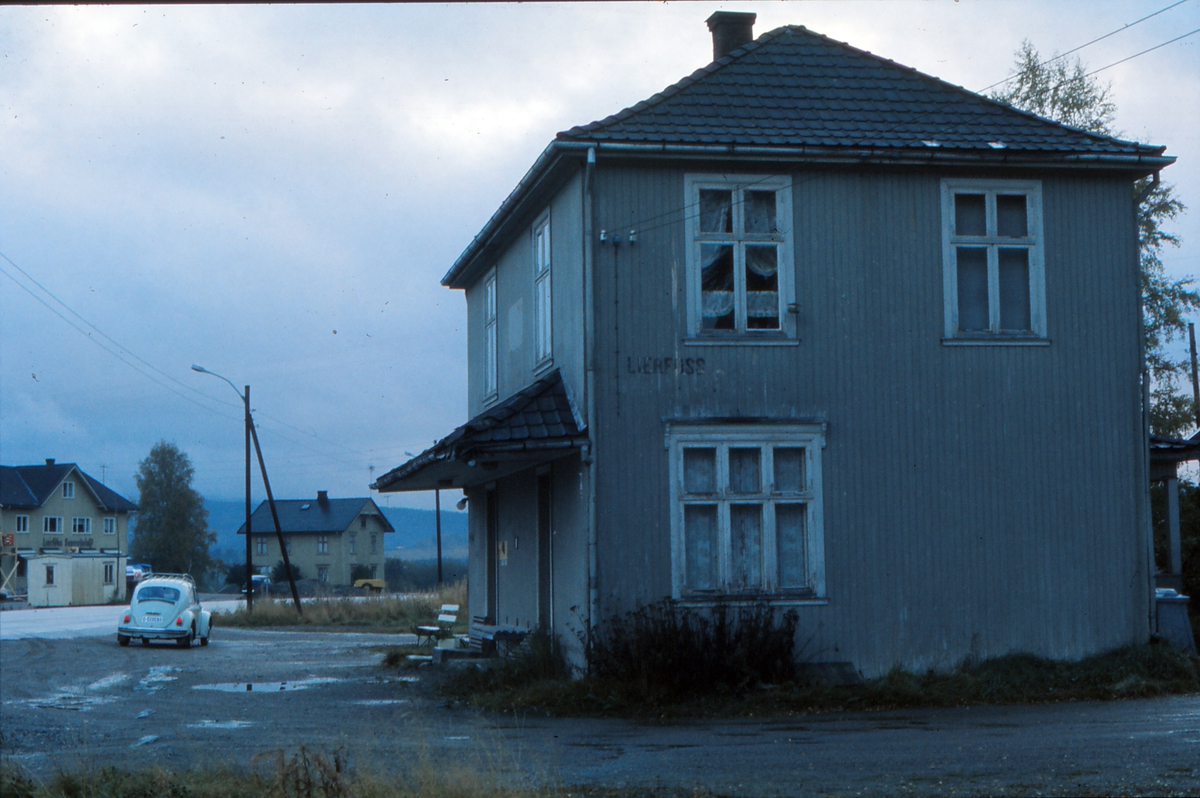 Lierfoss stasjon tolv år etter nedleggelsen.