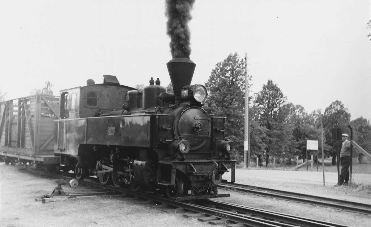 Lok 7 Prydz står klart til avgang med tog til Skulerud.