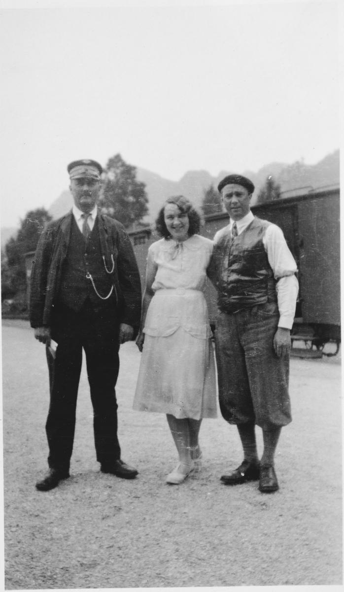 Overkonduktør Henry Danielsen og to slektninger