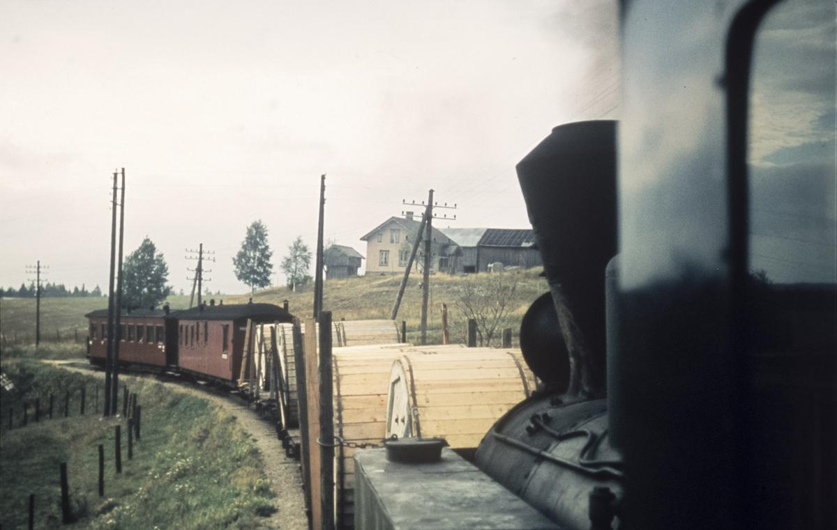 Utsikt fra fyrbøterplassen på tog 2075 til Bjørkelangen.