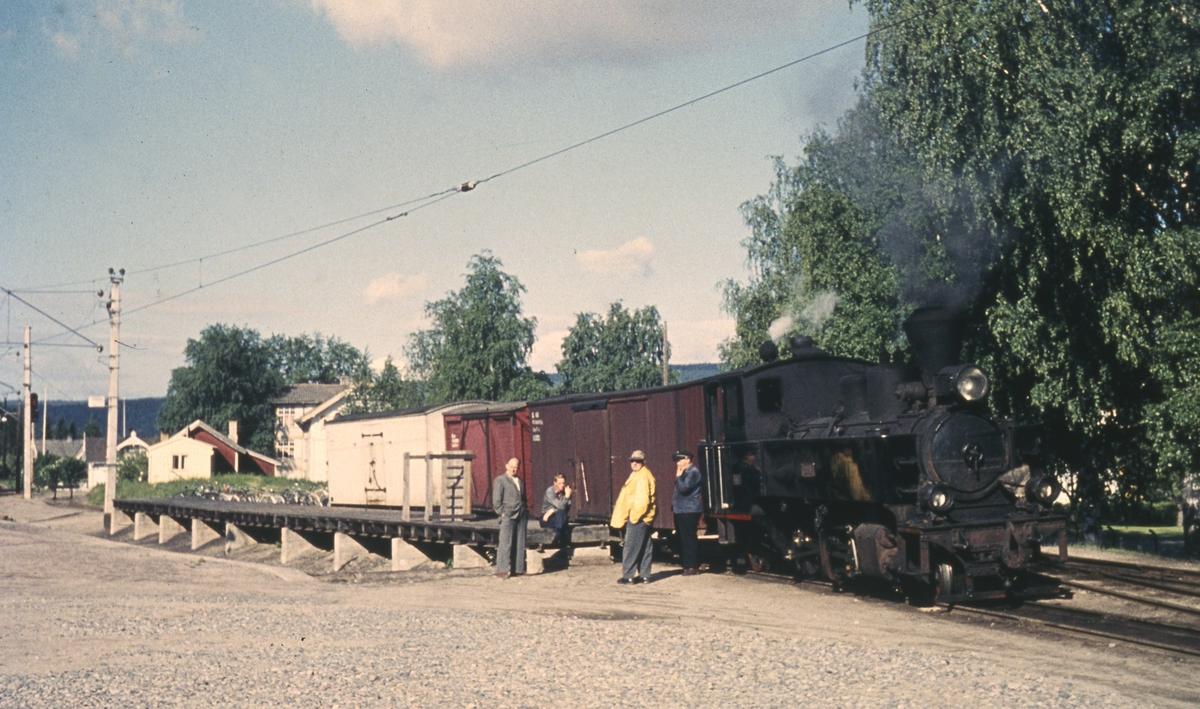 Skifting på rampesporet på Sørumsand stasjon. Kongsvingerbanens spor nærmest.