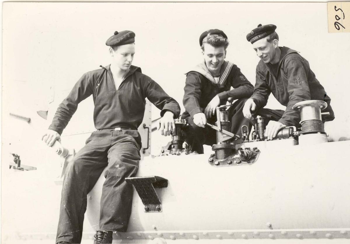 """Jageren KNM """"Narvik"""", Middelhavstokt i 1955. Gaster fra Haugesunds-distriktet."""