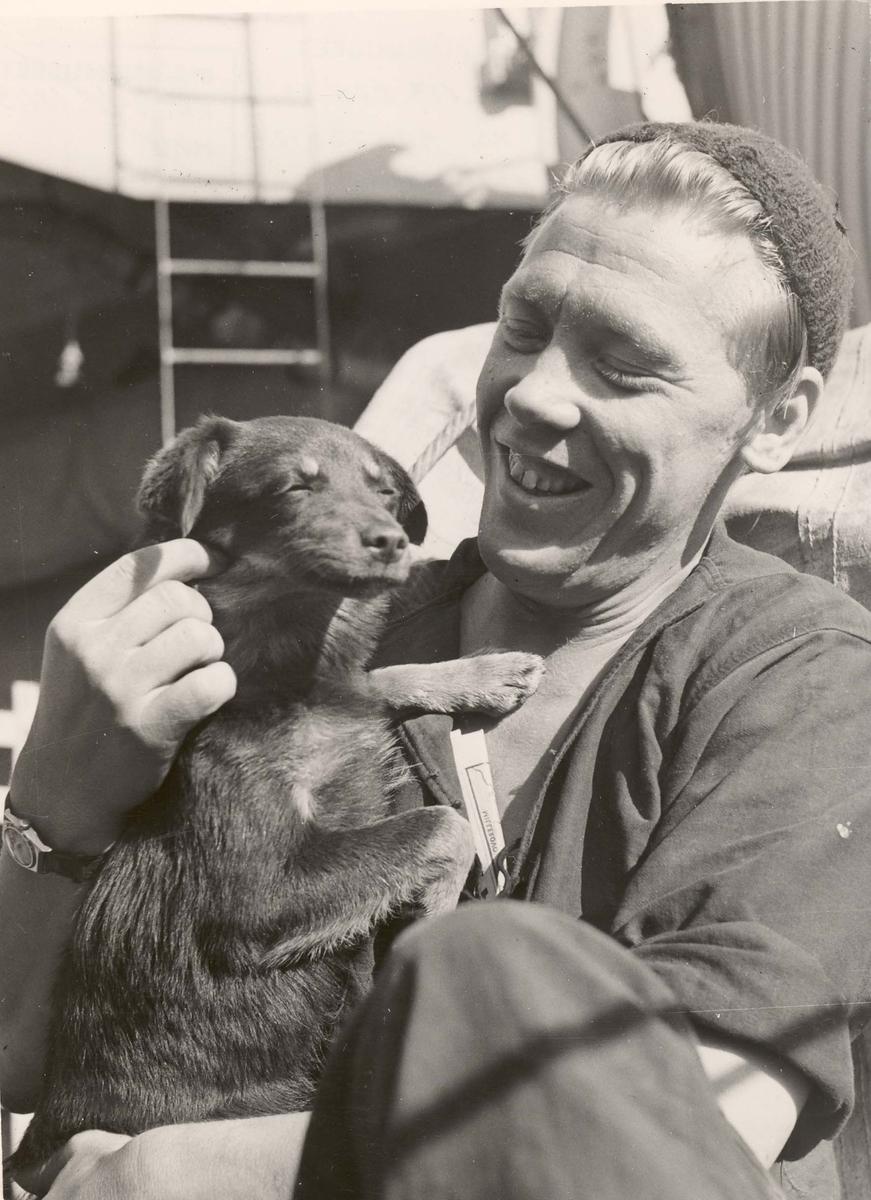 "Jageren  ""Glaisdale"" , livet om bord under 2. VK. Skipshunden."