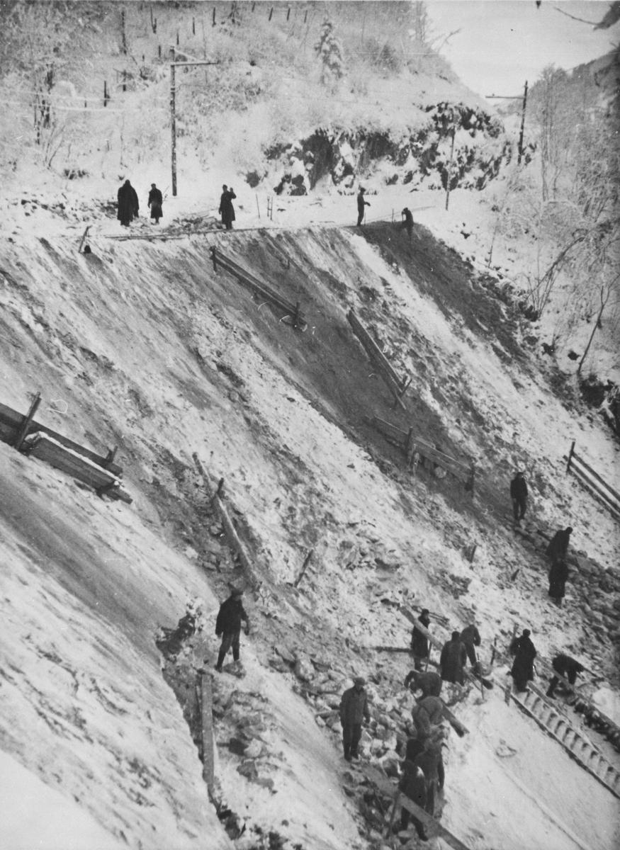 Krigsfanger i arbeid på Thamshavnbanen.