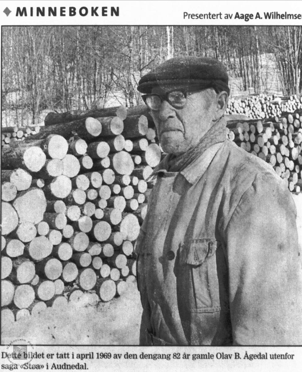 Stavskjerar Ole Ågedal ved stavknuttane, Bjelland (senere Audnedal)