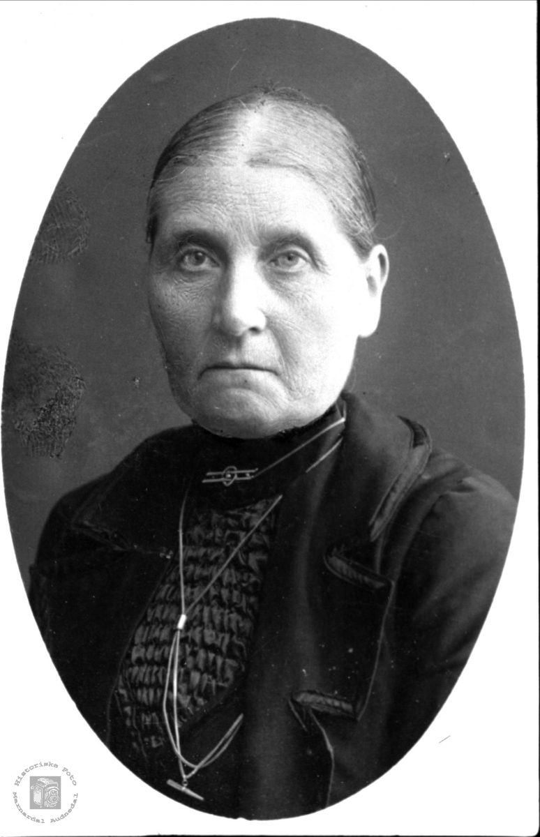 Portrett av Randi Heddeland, Øyslebø.