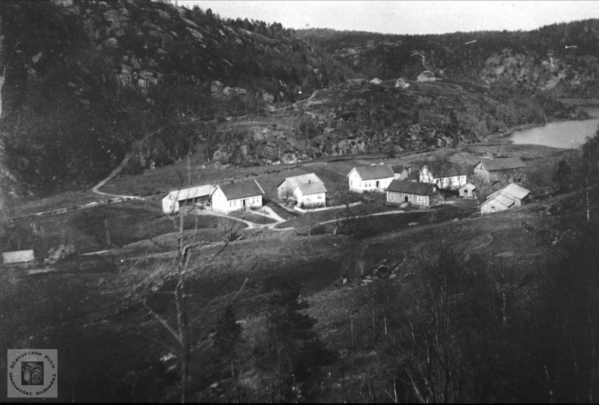Oversikt over Brelandsgarden, Breland i Øyslebø.