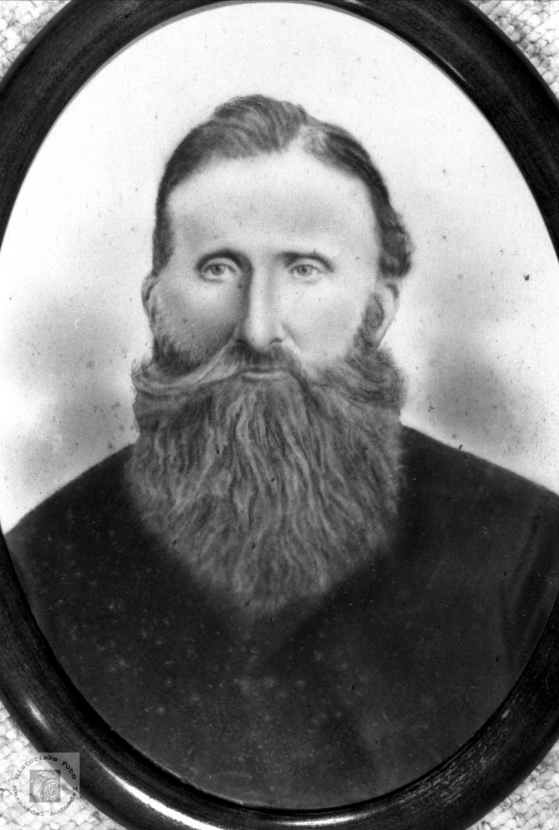 Portrett av Søren Svege med etterslekt på Øyslebø.