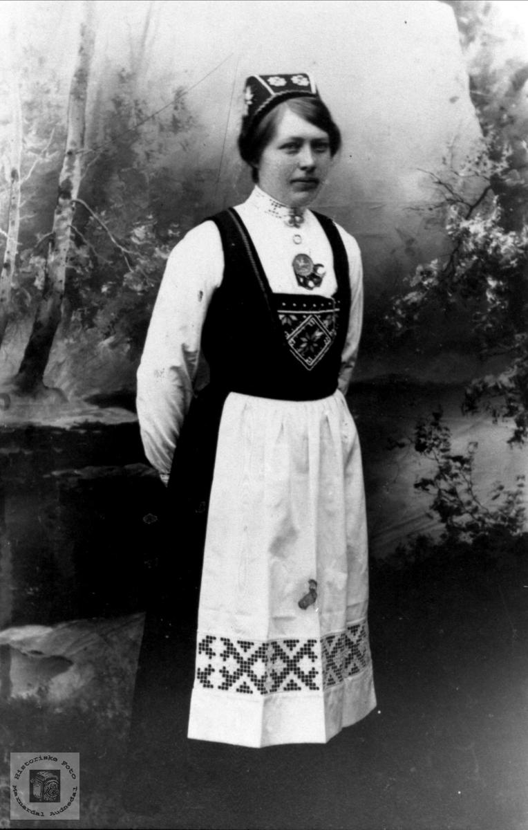 Portrett av Berte Marie Gangså, Øyslebø.