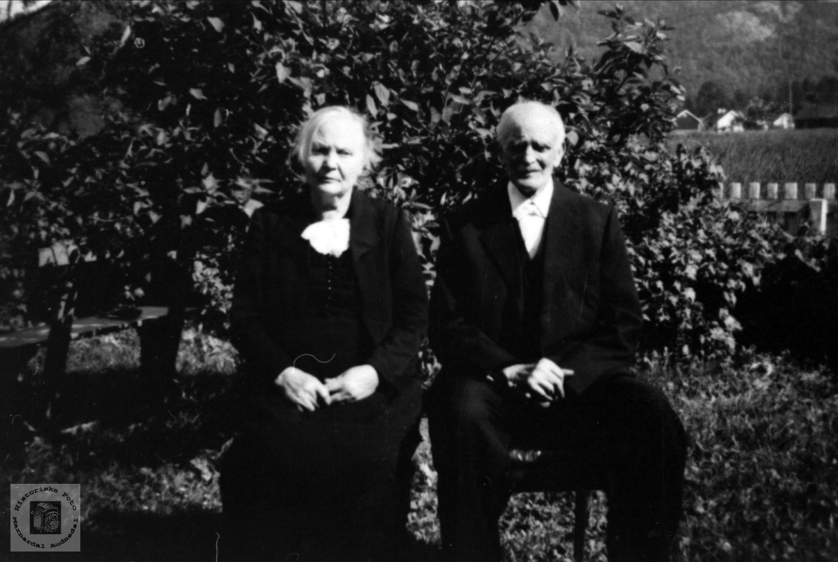 Ekteparet Gurine og Kristen Håkonsen, Øyslebø.