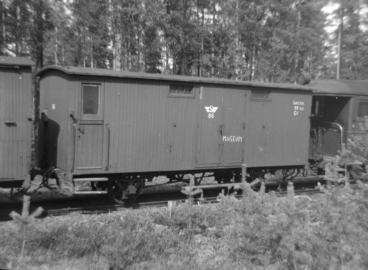 Godsvogn Gf 86 fra Sulitjelmabanen ble kjøpt av Carl Frederik Thorsager og lagret på Kløftefoss før overføring til Setesdalsbanen.