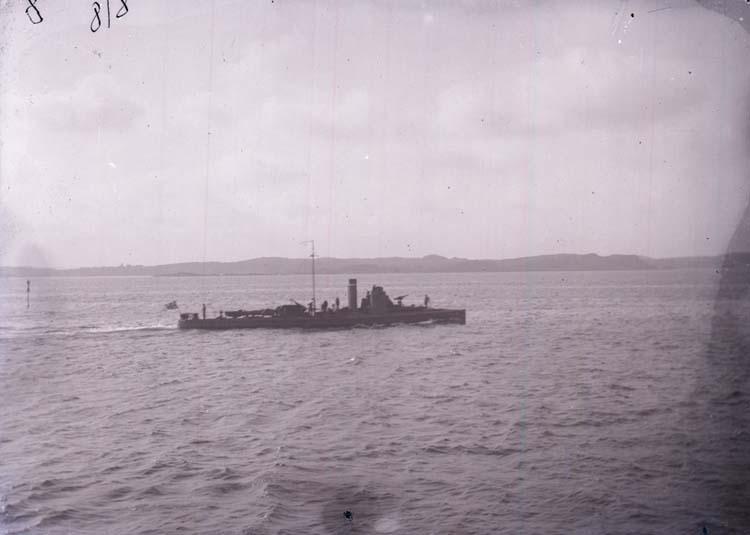 """Enligt text som medföljde bilden: """"Torpedbåt 8. Aug 11."""""""