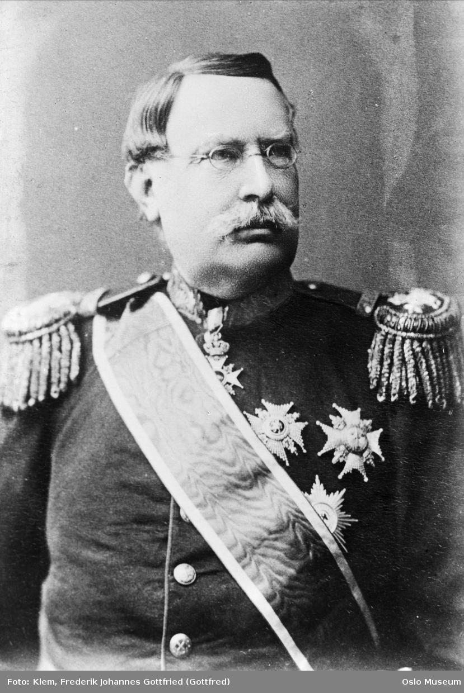 portrett, mann, generalløytnant, uniform, ordener, epåletter, brystbilde