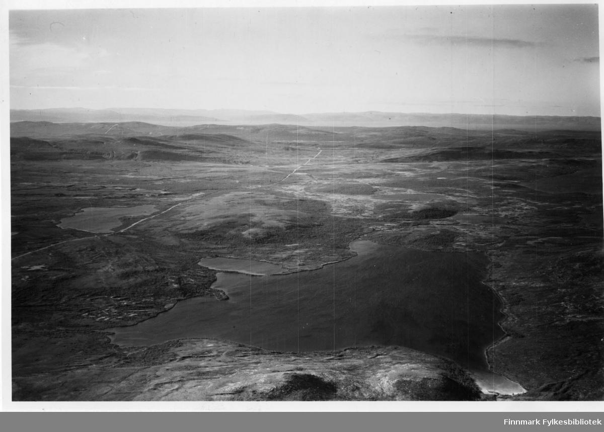 Flyfoto av Coljerve i Lebesby. Negativ nr. 61420