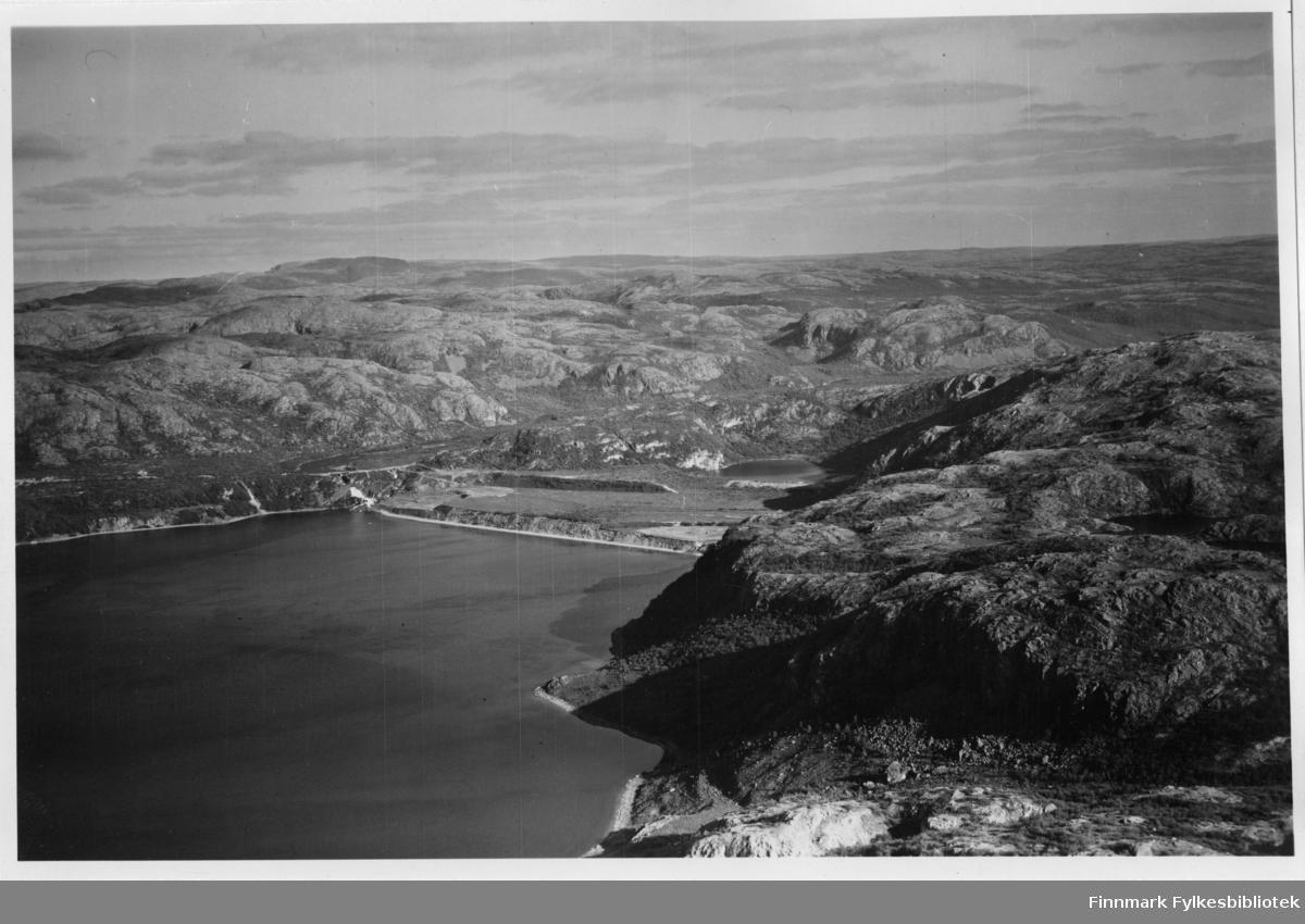 Flyfoto av Adamsfjord i Lebesby. Negativ nr. 61426