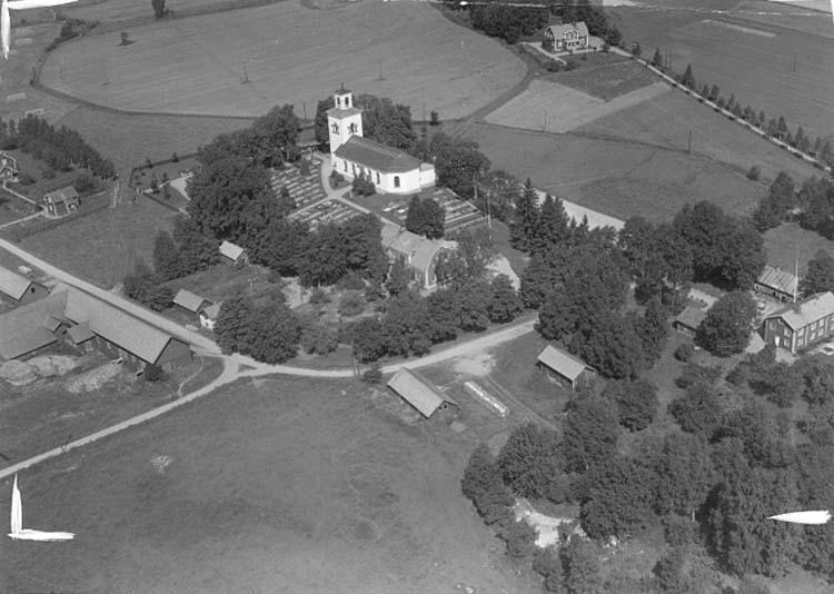 Flygfoto över Vintrosa kyrka.Bilden tagen för vykort.