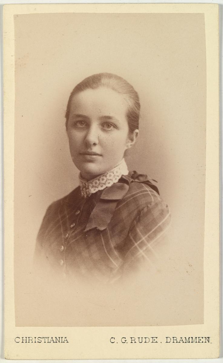 Portrett av Thora Hals.
