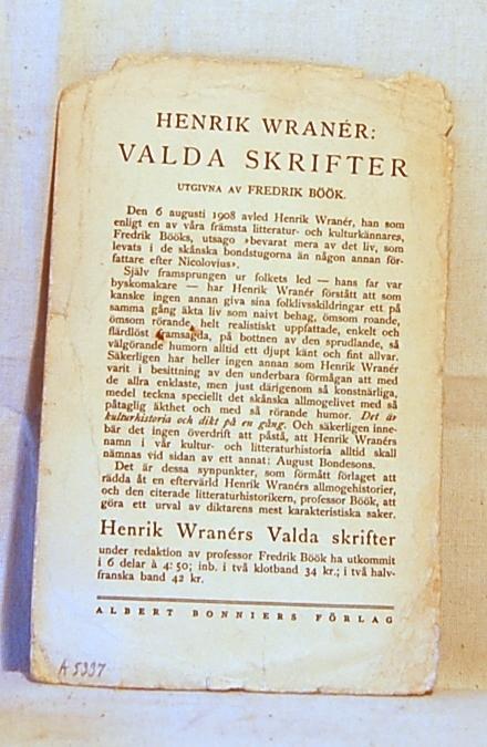 Filosofen Peter Wessel Zapffe og hans kone Berit testamenterte sin eiendom på Båstad i Asker til Universitetet i Oslo. Da det ble besluttet å selge eiendommen i 2009 ble deler av P.W. Zapffes arbeidsrom og andre eiendeler overlatt til Asker Museum. Denne samlingen inngår nå som en permanent utstilling på museet. Løst ark