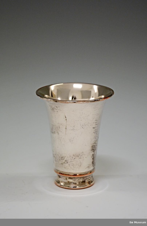 Sølvpokal (ikke sølv) uten innskrift. Stempel: 40 G