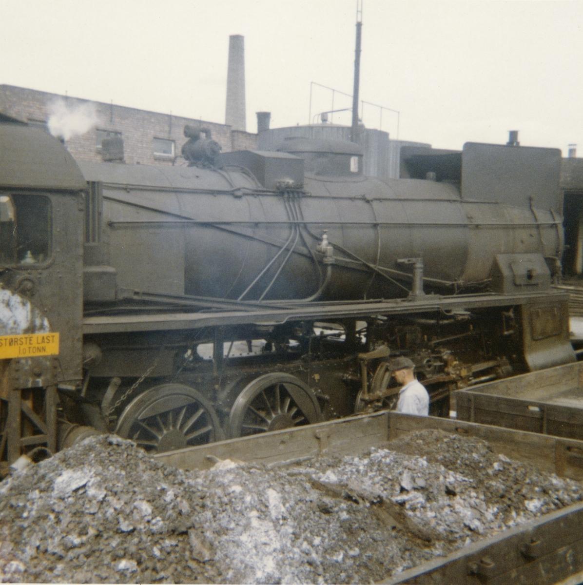 Damplokomotiv type 31b 416 ved lokomotivstallen på Hamar.
