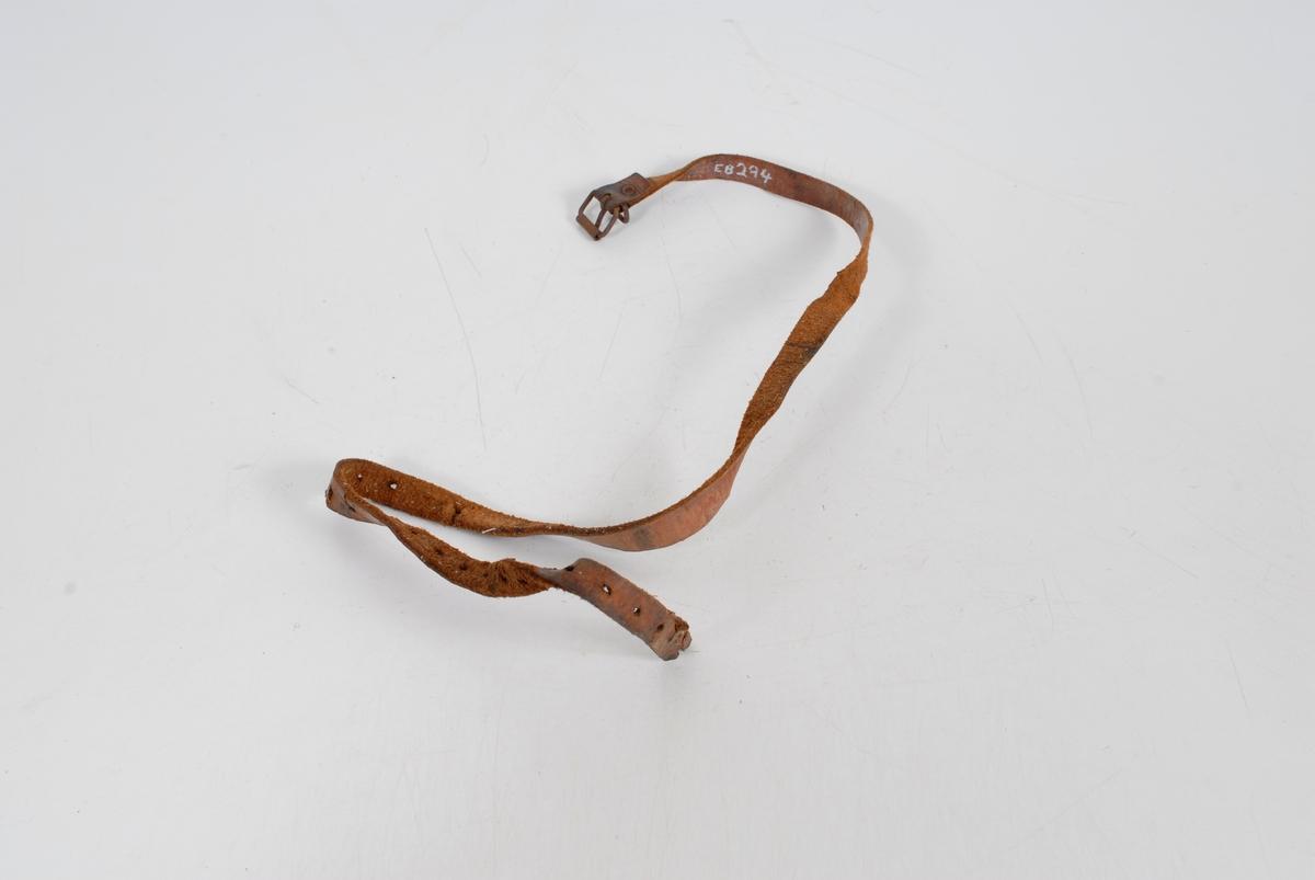 Form: 18 hull, spenne m. metalløkke
