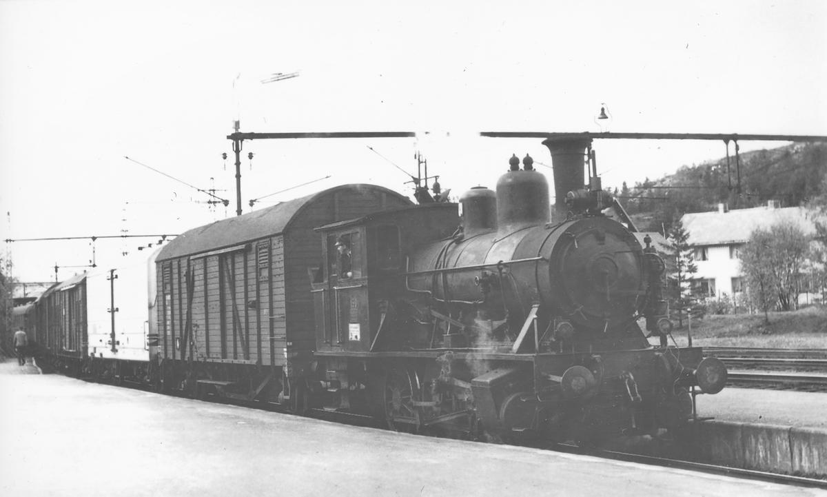 Damplokomotiv 23a 159 i skiftetjeneste på Narvik stasjon.