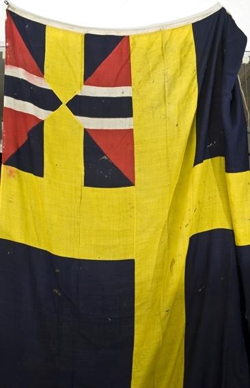 """Svensk flagg med unionsmerke, """"sildesalaten""""."""