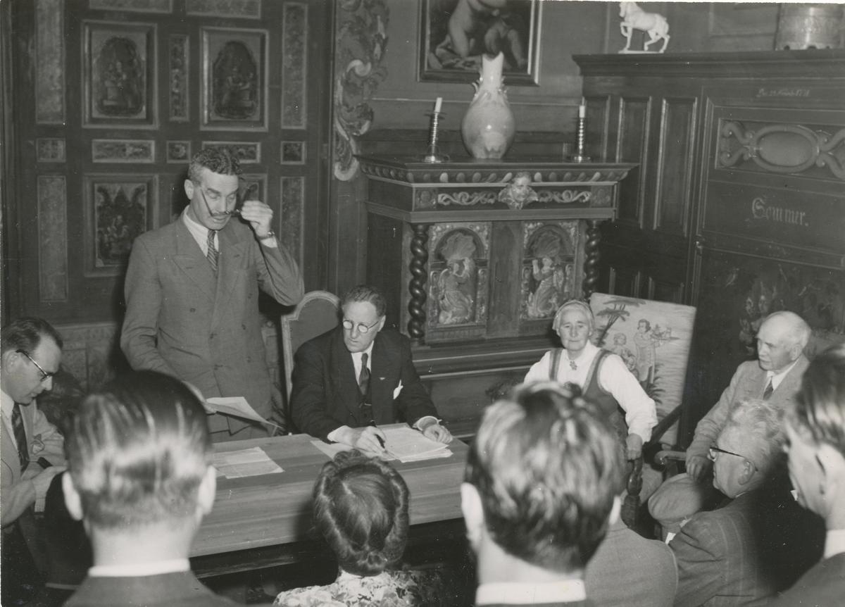 Ordfører Stordalen og Tilla og Otto Valstad, 9. juni 1949, da Asker Museum ble gitt til Asker Kommune.