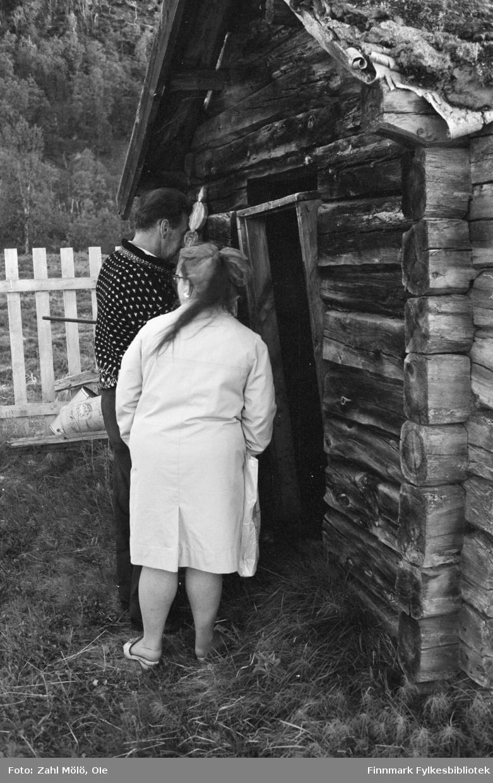 April 1968. Polmak. Hus på kirkegård, fotografert av Ole Zahl Mölö.