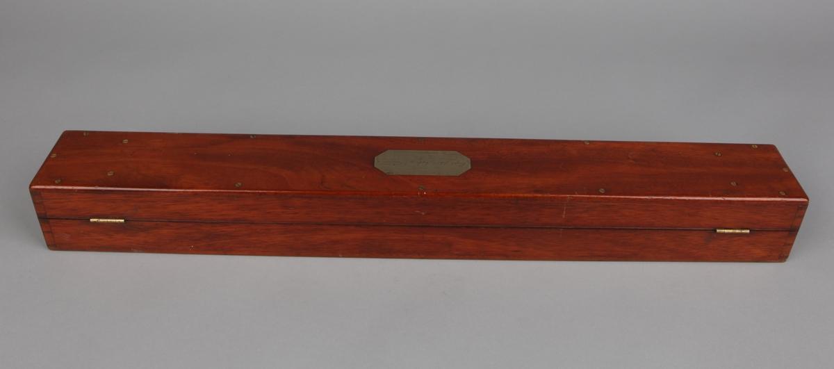 Langkikkert i messing og skinn i mahogni-kasse.