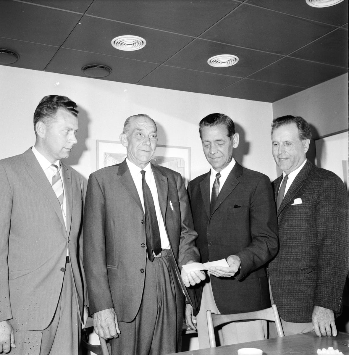 Brandförsäkringsskydd. Pengar till brandbrunnen. Bertil Nyberg, Erik Persson, H Bjerkelindh, Sidfrid Hansson. 10/6-1966