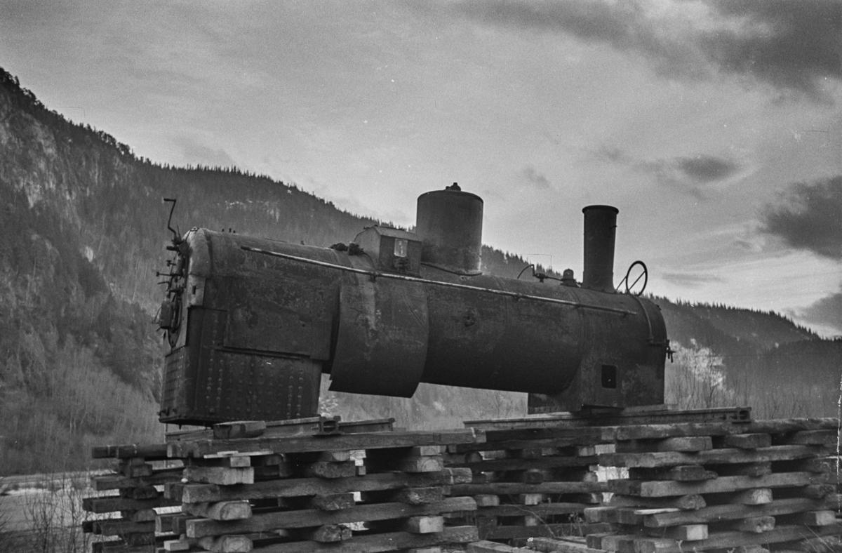 Kjel fra utrangert damplokomotiv. Kjelen kommer trolig fra et damplok type 15f, muligens lok nr. 140 som ble utrangert i 1955.