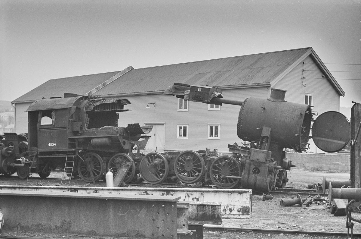 Damplokomotiv type 63a nr. 4834 under opphugging.