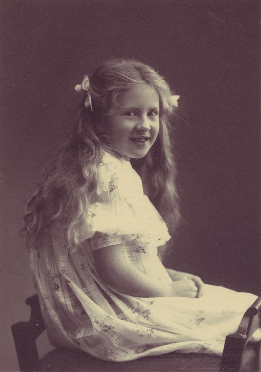 Porträtt av fröken Jörgensen-Nathorst-Böss, 1902-1905. Pigmentfotografi (pigmenttryck).
