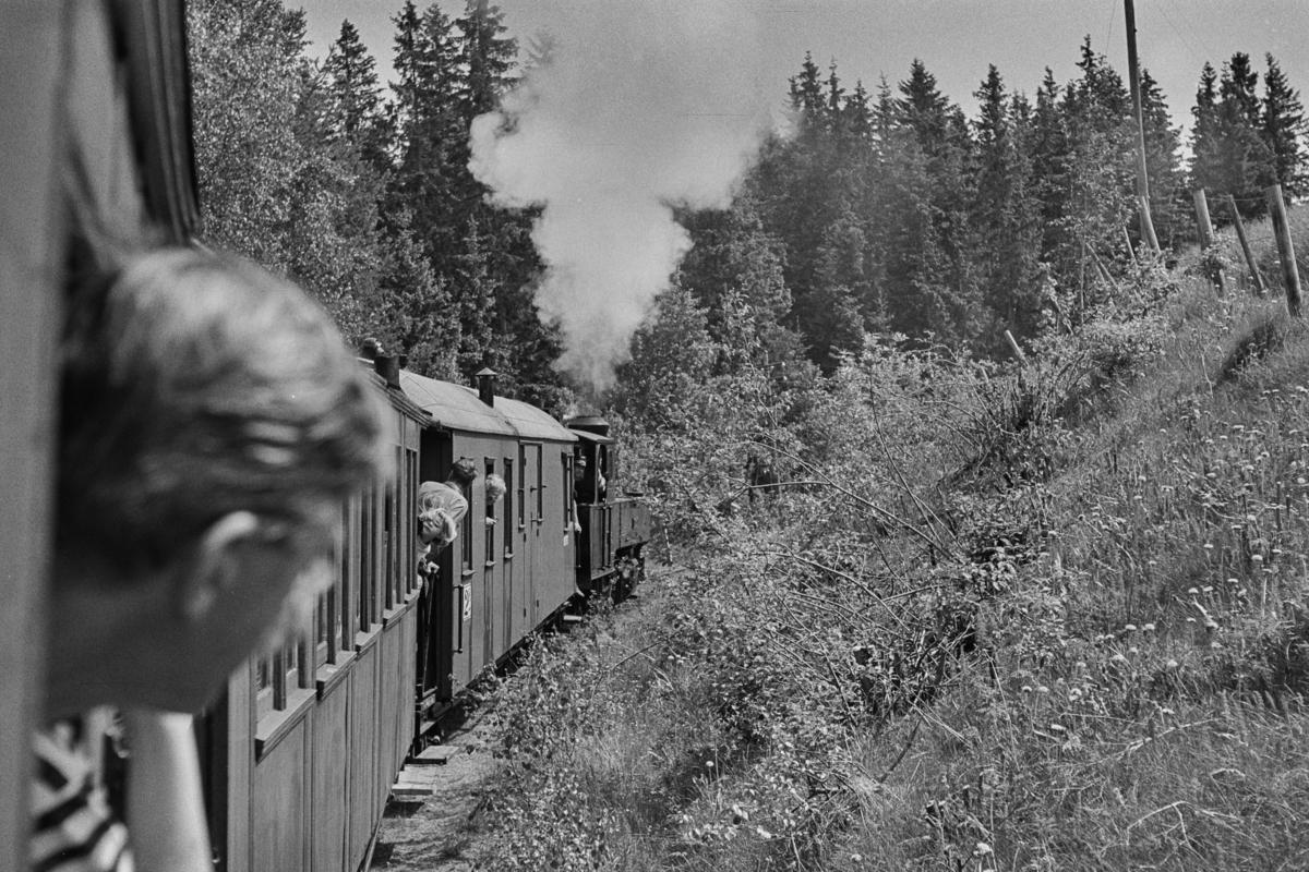 Prøvetur for medlemmer og andelshavere på museumsbanen Urskog-Hølandsbanen. Toget trekkes av damplokomotiv XXIXa nr. 6 Høland.