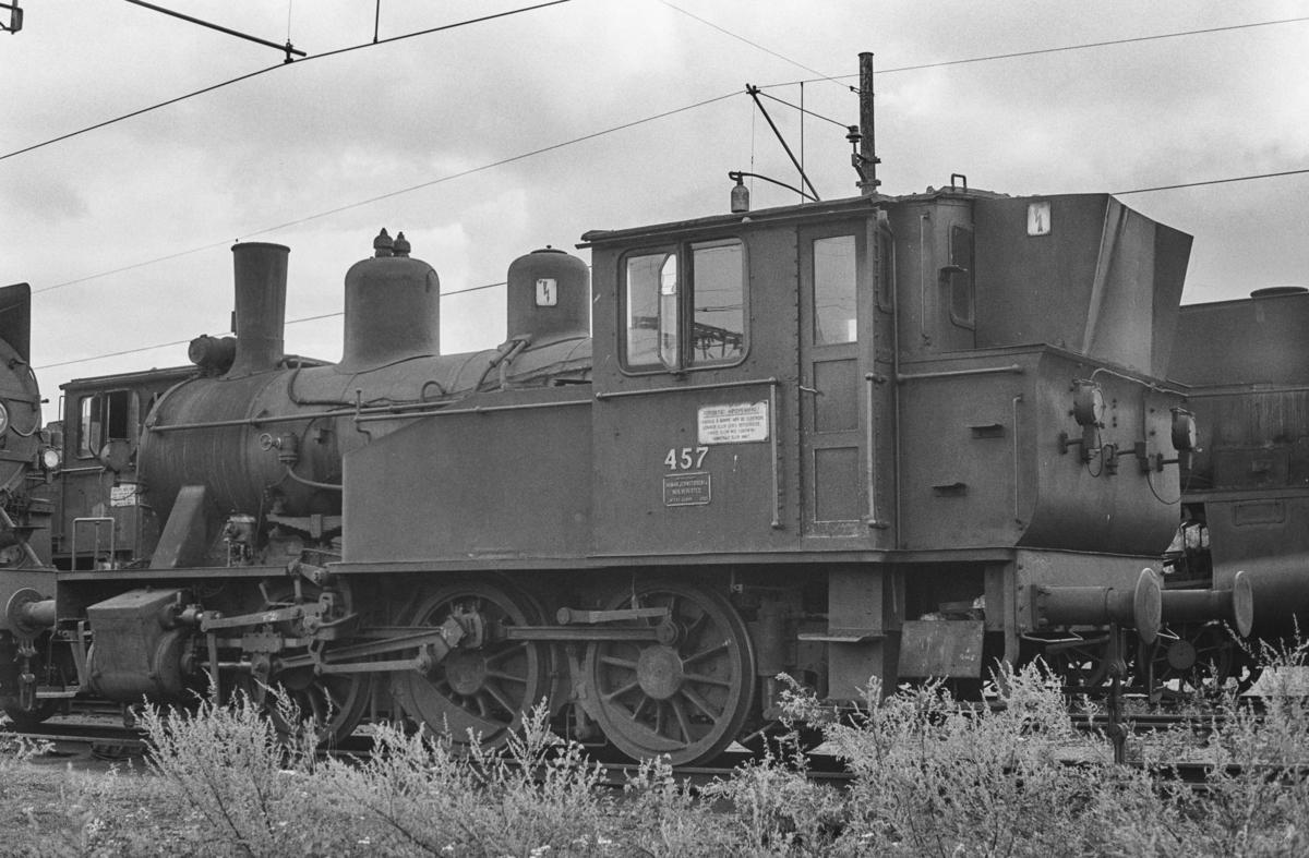 Utrangert damplokomotiv type 23b nr. 457 på Lillestrøm stasjon. Lokomotivet er hensatt og venter på å bli hugget opp.