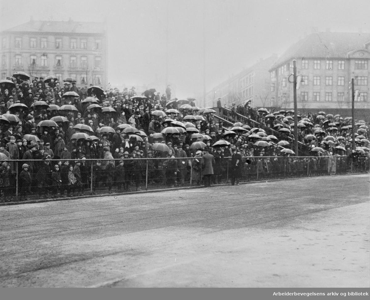 1. mai 1922 på Dæhlenengen stadion under barnestevnet.