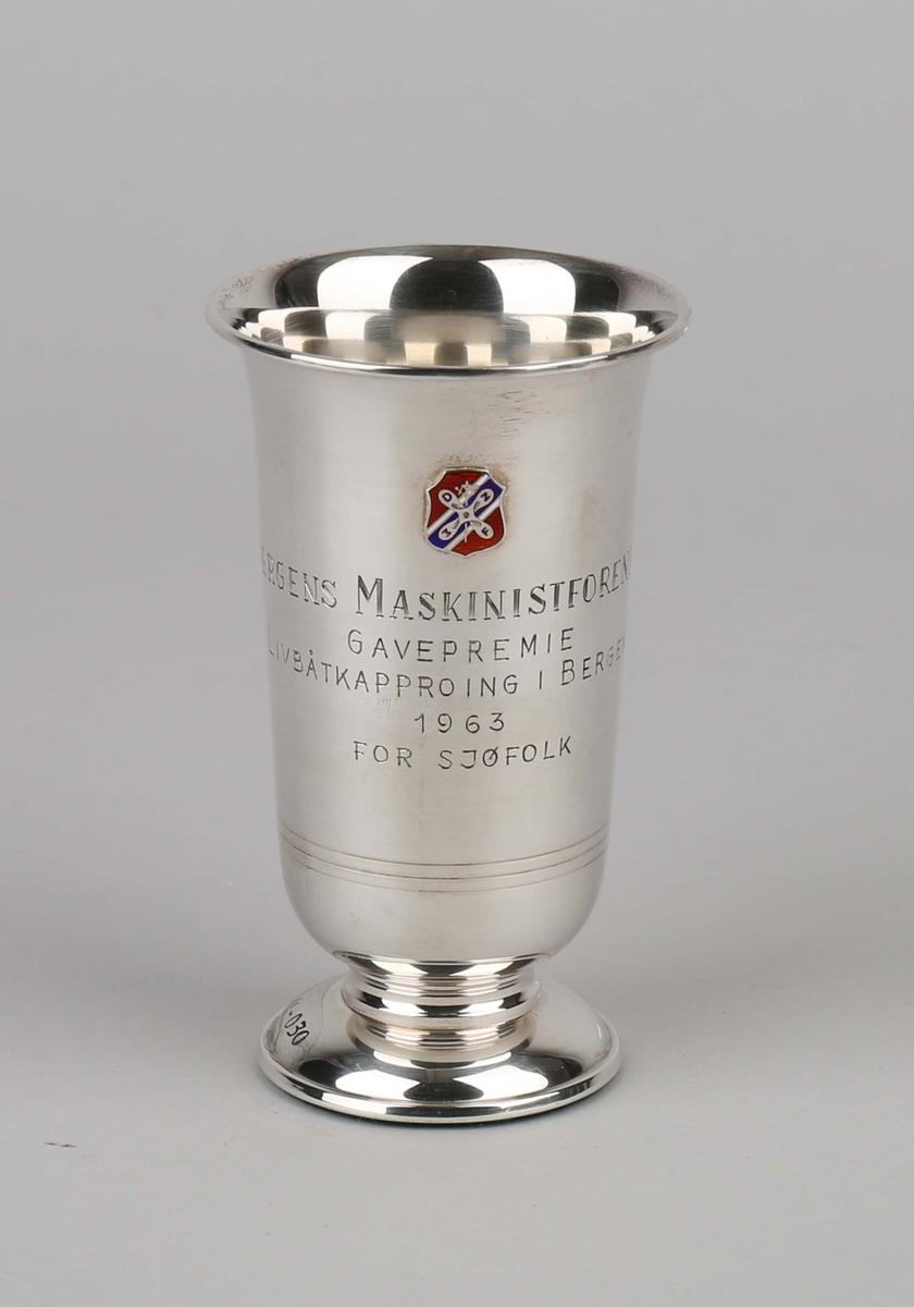 Sølvpokal. Bergens Maskinistforening. Med emaljert logomerke.