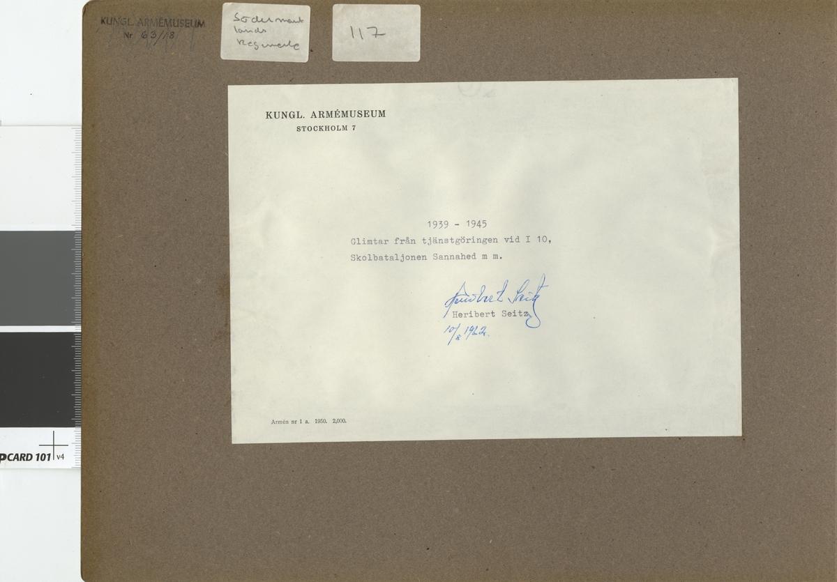 Fotoalbum innehållande bilder från åren 1939-1945 föreställande Södermanlands regementet I 10.