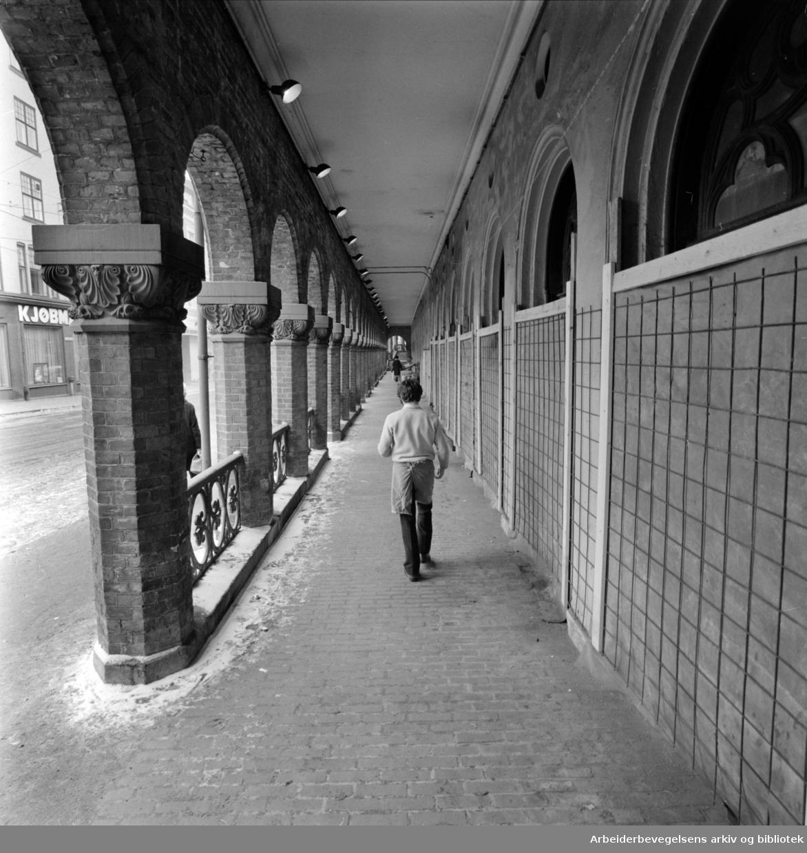 Kirkeristen. Basarhallene. Butikkene midlertidig stengt..Februar 1975