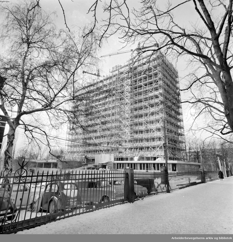 Norsk Hydros nye administrasjonsbygning i Bygdøy Allé.Februar 1960