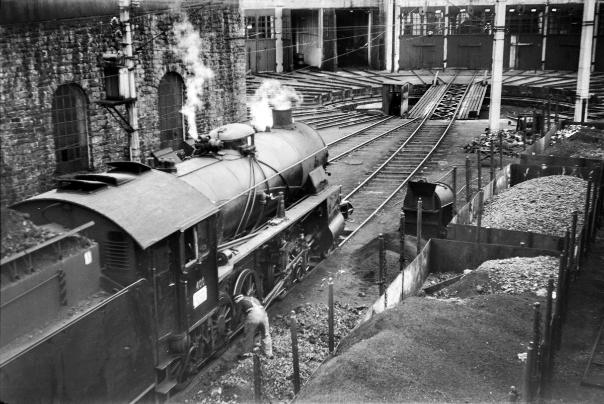 Damplokomotiv type 31b nr. 400 ved lokomotivstallen på Voss stasjon.